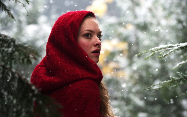 4183919-amanda-seyfried-in-red-riding-hood
